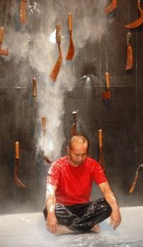 Dadang, Litsus, performance Gallery 4A, Sydney, 2009.