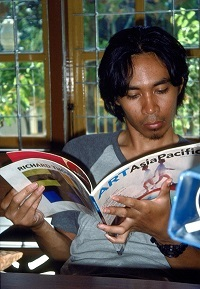 Cemeti Art Foundation, 2005. A reader with a copy of Art AsiaPacific, then an Australian publication